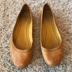 Frye Carson Yellow Mustard Leather Flats size 9